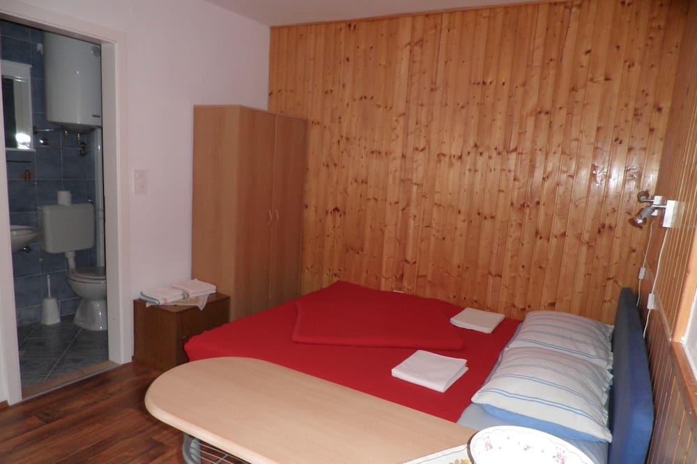 Стандартна студія, 1 двоспальне ліжко, тераса, внутрішній дворик - Обіди в номері