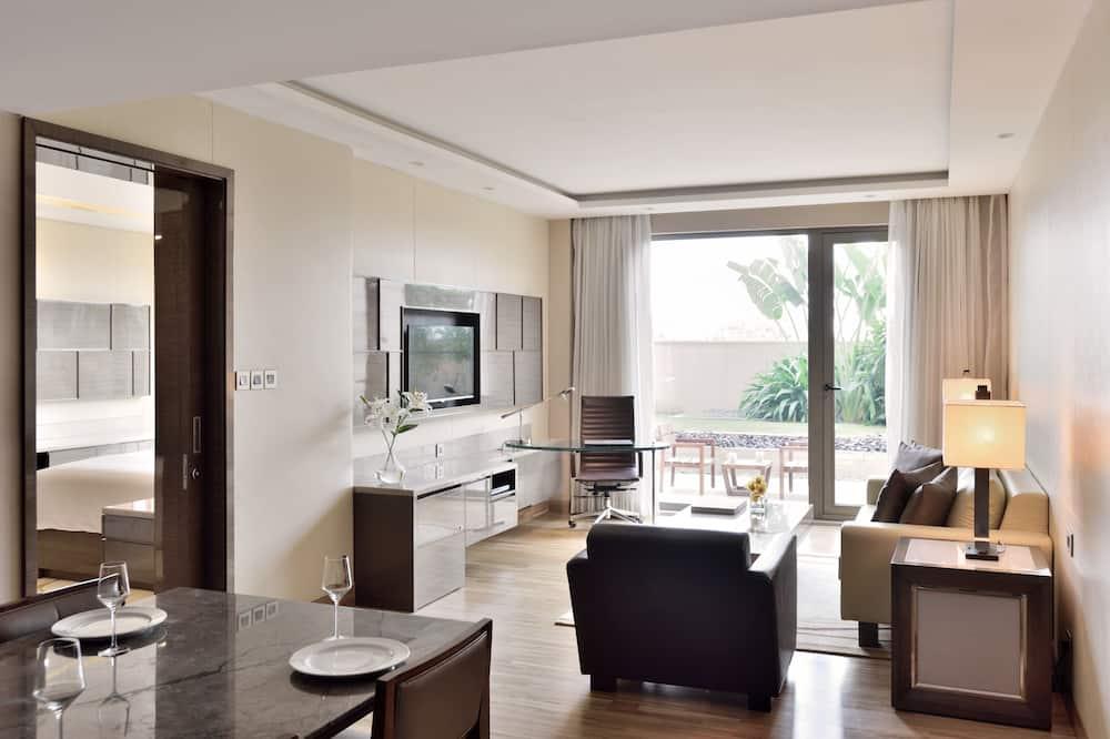 Номер-люкс категорії «Делюкс», 1 спальня, для некурців, з балконом - Вітальня