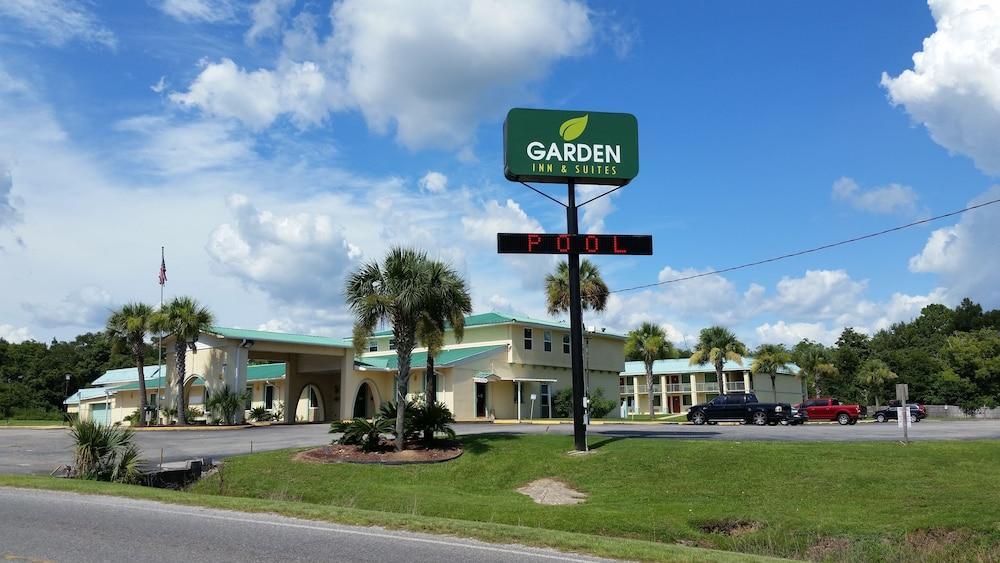 Book Garden Inn Suites Pensacola Florida Hotelscom