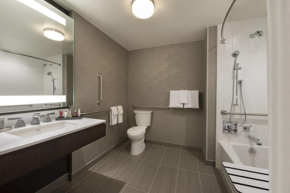 City Room, 1 King Bed, Non Smoking, City View - Bathroom