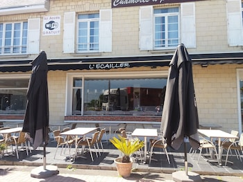 Picture of Hotel L'Ecailler in Ouistreham