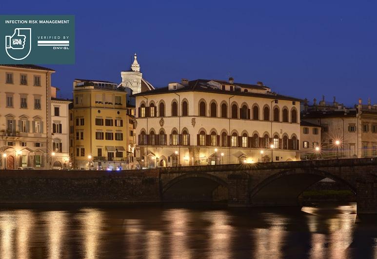 Leone Blu Suites | UNA Esperienze, Florencia, Vista frontal de la propiedad por la noche