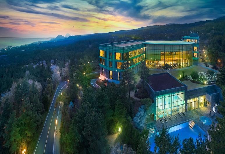 我們的飯店, 西歸浦, 飯店入口 - 夜景