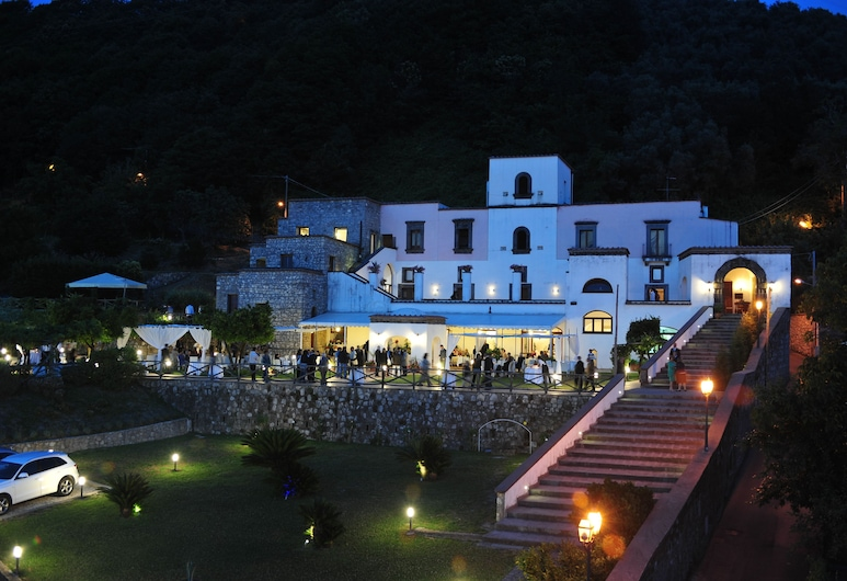 Villa della Porta, Vico Equense, Otelin ön cephesi (akşam)