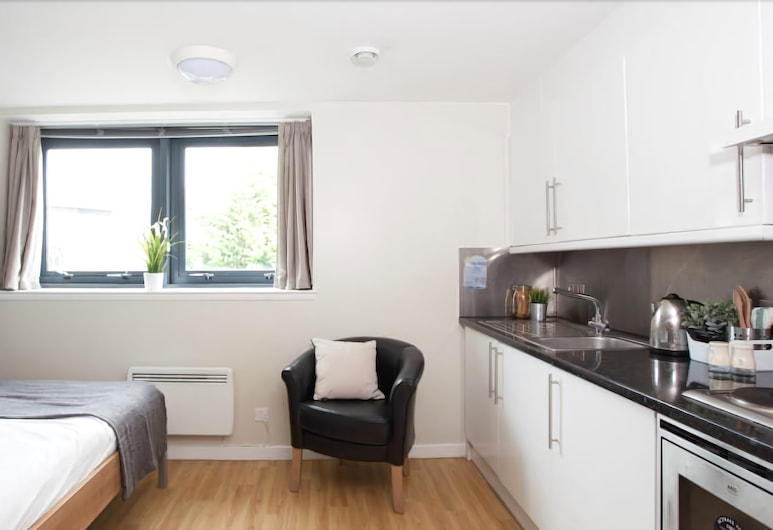 Lady Nicolson Court - Campus Accommodation, Edinburgh, Classic Studio (3/4 Size Small Double Bed), Room
