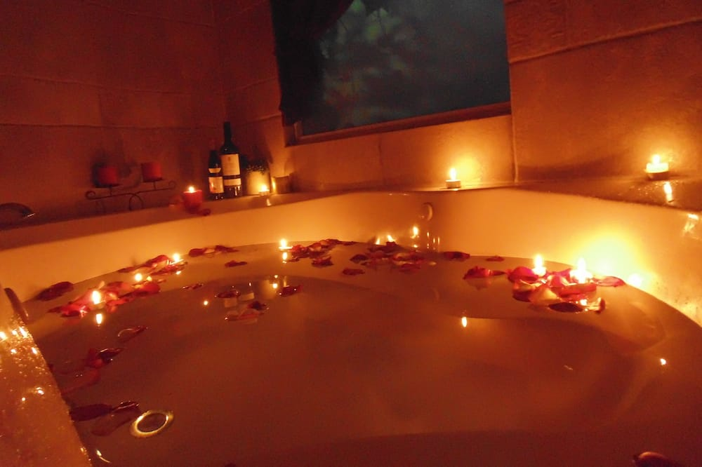ロマンティック スイート 1 ベッドルーム 浴槽 - 屋内スパ浴槽