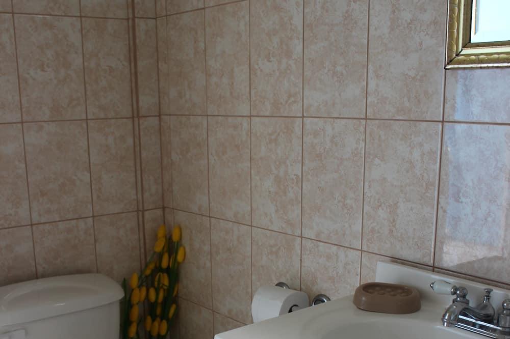 Standardværelse - udsigt til have - Badeværelse