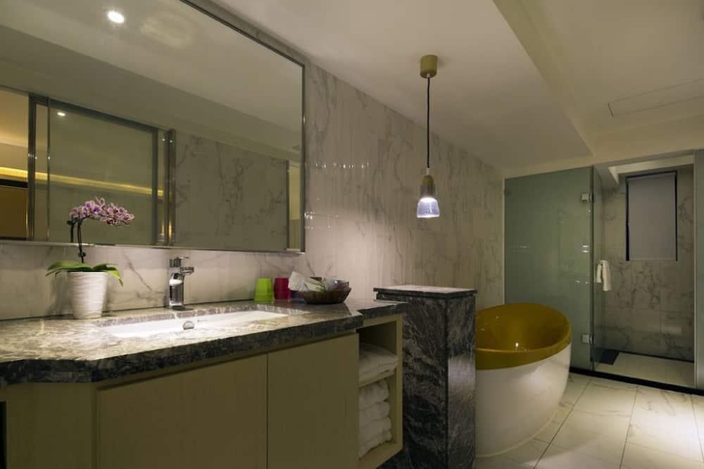 Deluxe Τετράκλινο Δωμάτιο - Μπάνιο