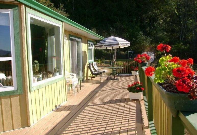 Straitview Ridge Bed & Breakfast, Sooke, מרפסת/פטיו