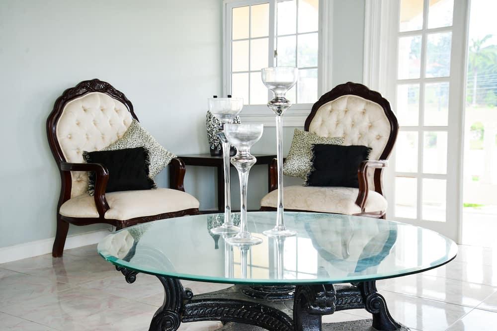 Luksuzni suite, 1 king size krevet, masažna kada, pogled na ocean (with Kitchen) - Obroci u sobi