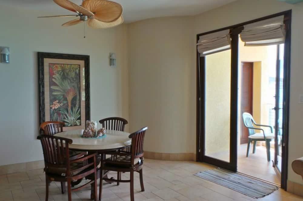 Lakás, 2 hálószobával, Tengerre néző - Étkezés a szobában