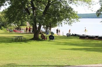 Gambar Tally-Ho Inn di Lake of Bays