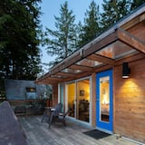 Modern Oceanfront Cabin - Balcony