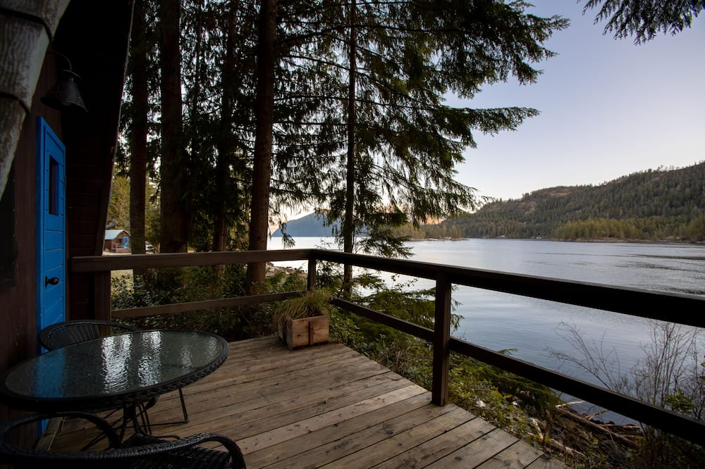 Small Vintage Cabin - Ocean View with Kitchenette - Balcony