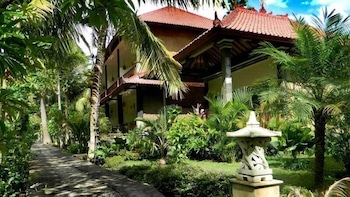 Enter your dates for special Karangasem last minute prices