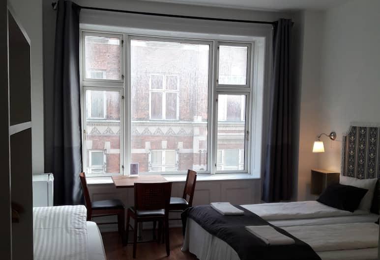 Hotel Loeven, Copenhagen, Deluxe Triple Room, Guest Room