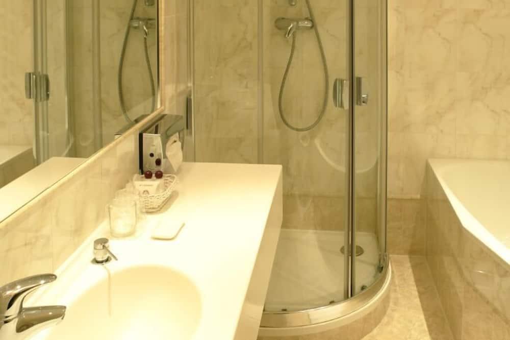 Luxury Double Room, River View - Bathroom