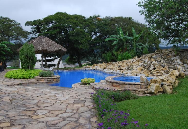باردور-ميوزيو سانتا ماريا, لا ترينيتاريا, حمّام سباحة خارجي