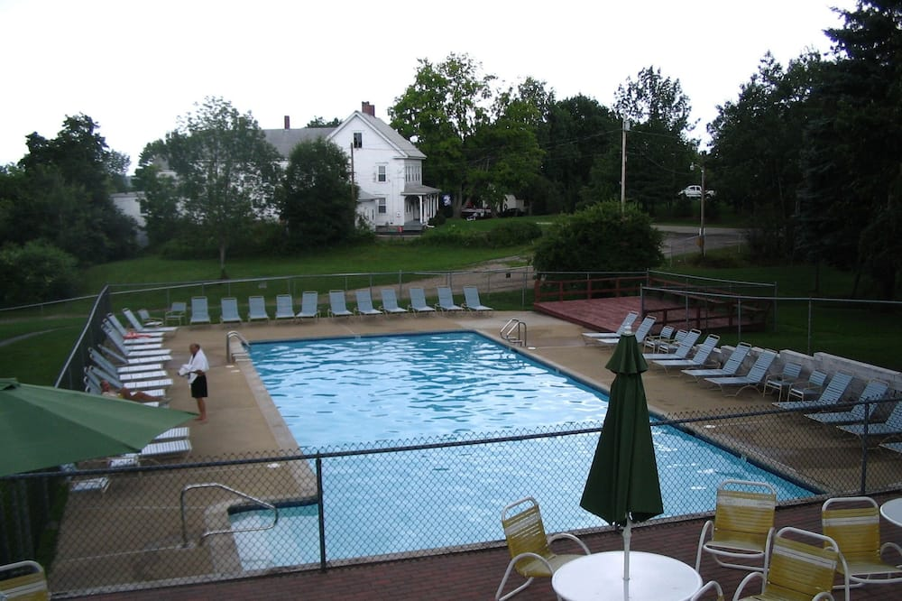 OFFSITE 2 Bedroom, 2 Bathroom Condo, 1 Queen, 3 Twins, Cot - No Pets - Outdoor Pool