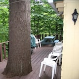 3 Bedroom Cottage with Fireplace, 1 Queen, 2 Full, Twin Trundle, Futon, Rollout Cot - Terrace/Patio