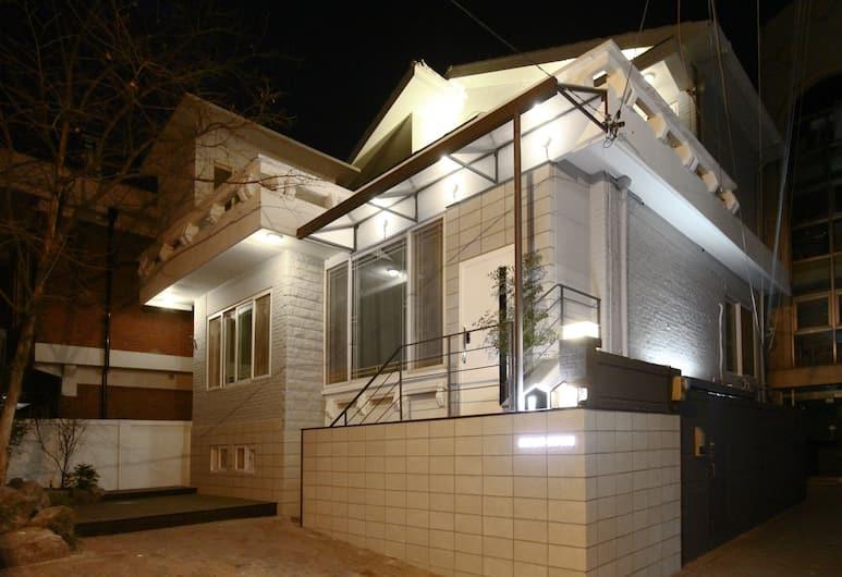 MONO HOUSE HONGDAE, Seoul