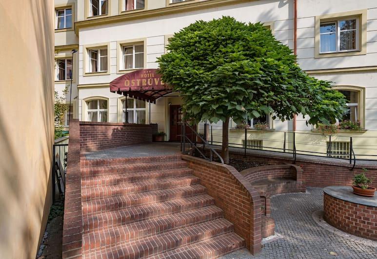 Hotel Ostrůvek, Prague, Hotel Entrance
