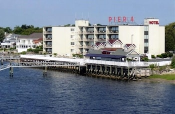 Picture of Pier 4 Hotel in Somers Point