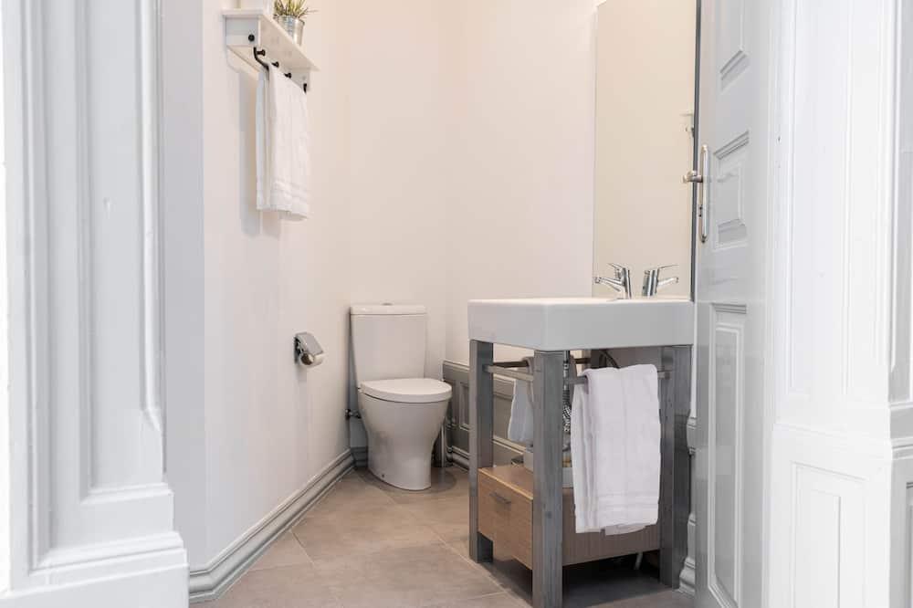 Double Room with Private External Bathroom - Badeværelse