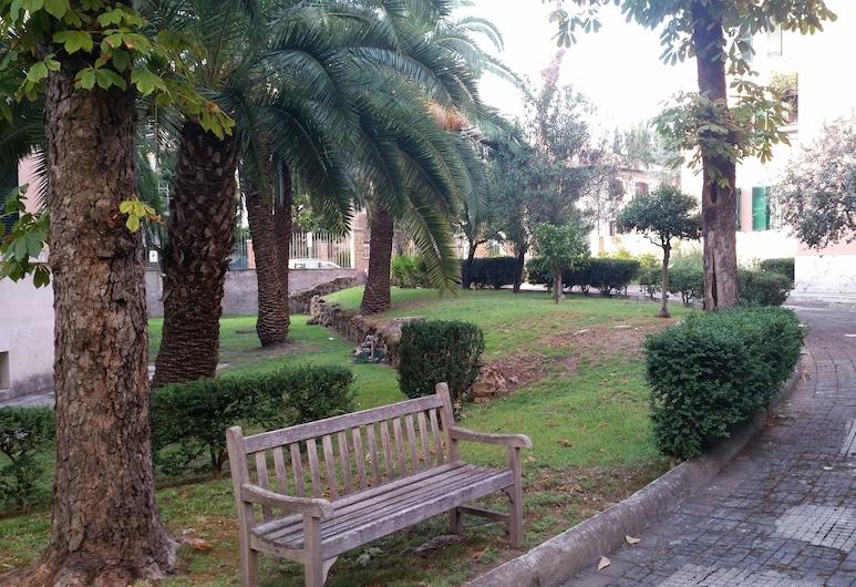 Vecchia Roma Resort, Roma, Garden