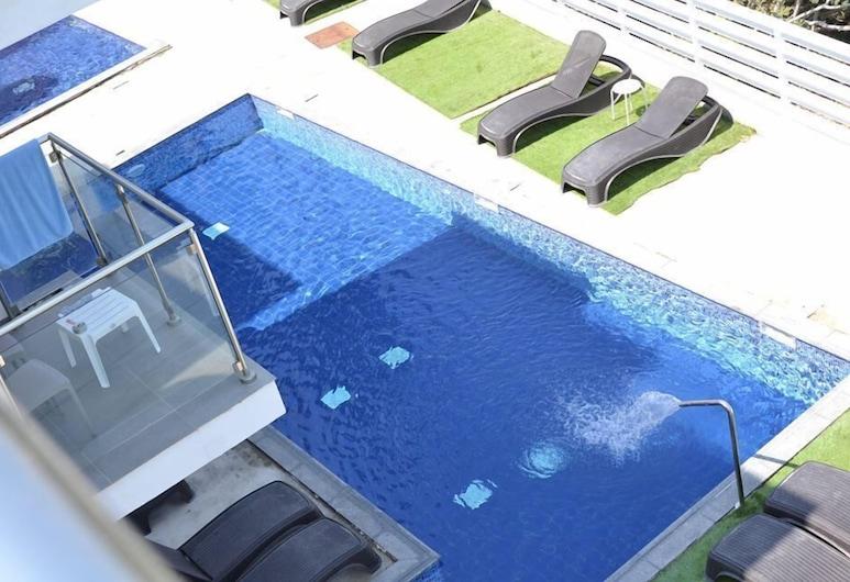 里約花園公寓酒店, 阿依納巴