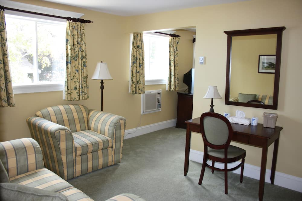 Luxury Suite, 1 King Bed, Jetted Tub - Living Area