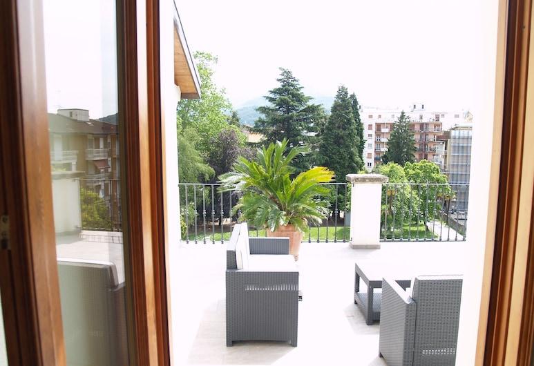 馬焦雷湖勒威諾波塔民宿, 盧伊諾, 全景公寓, 1 間臥室, 2 間浴室, 花園景觀, 露台