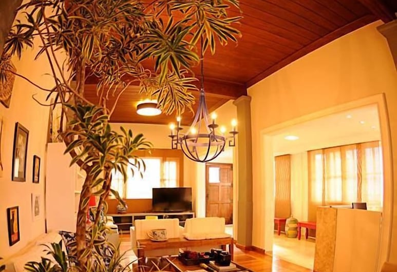 Bahia Prime Hostel, Salvador, Lobby Sitting Area