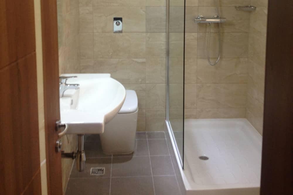 Standard-Doppel- oder -Zweibettzimmer, Hafenblick - Badezimmer