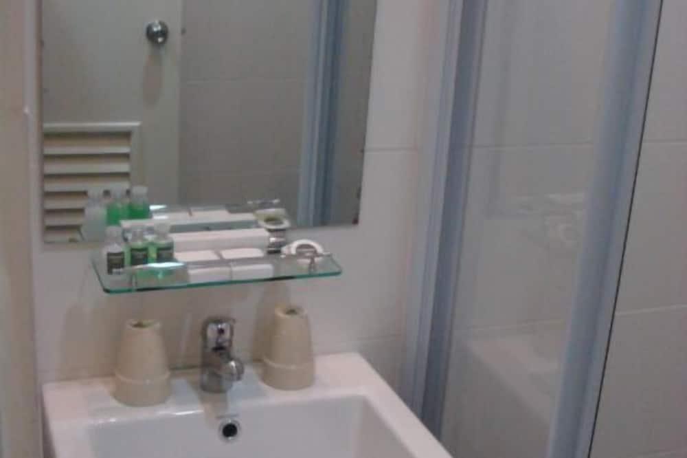 Deluxe King - Bathroom Sink