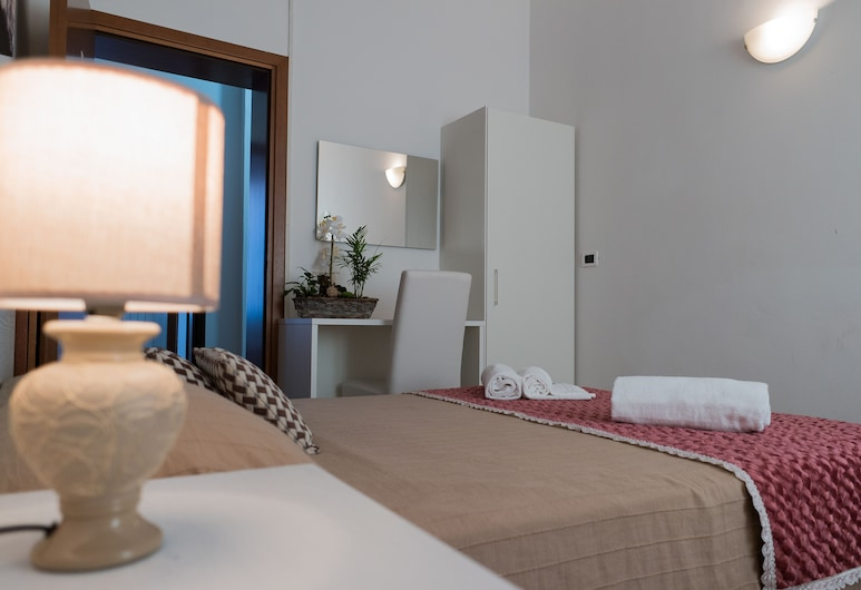 Backpackers House Venice - Hostel, Venice, Triple Room, Shared Bathroom, Guest Room