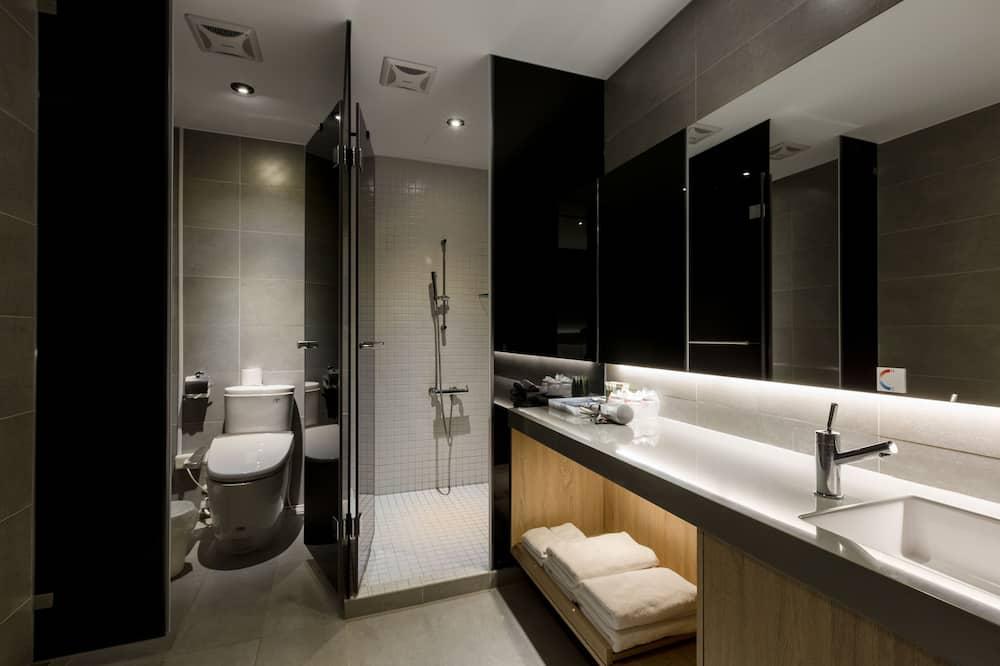 高級四人房, 2 張標準雙人床 - 浴室