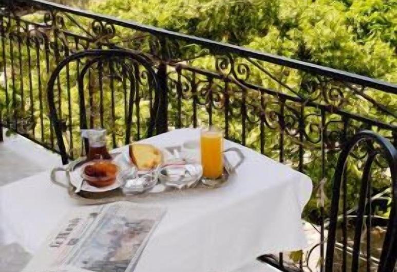 Hotel Galaxidi, Delphi, Quarto Triplo, Vista Montanha, Varanda