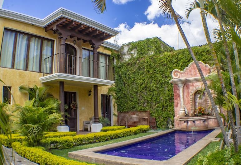 Casa Mia Hotel, Antigua Guatemala, Courtyard View