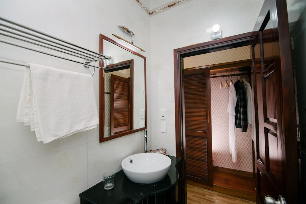 Deluxe trokrevetna soba, 1 spavaća soba - Kupaonica