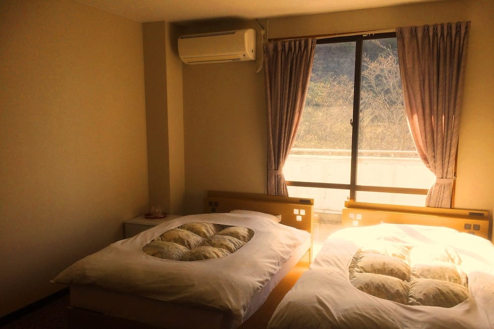 Japanese Western Style Twin Room with Private Toilet - Guest Room