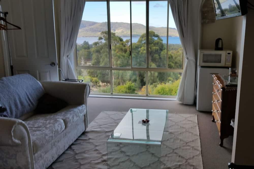 Liukso klasės kambarys (1 dvigulė / 2 viengulės lovos), vaizdas į įlanką - Vaizdas į vandens telkinį