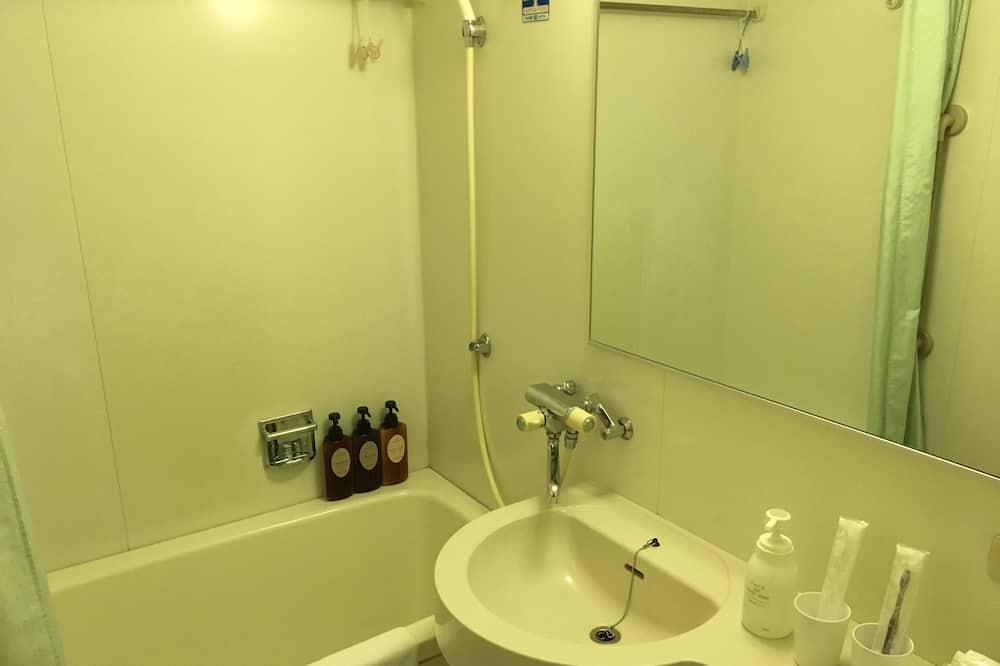 Традиционный номер, для курящих (Japanese Style, 6 Tatami spaces) - Ванная комната