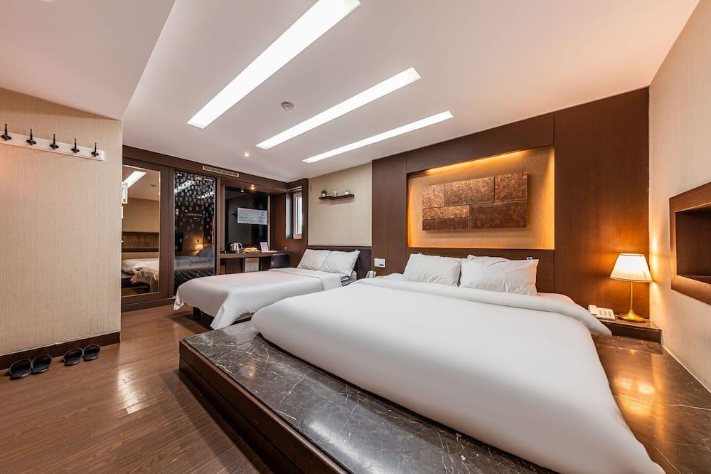 Номер категорії «Прем'єр», 1 спальня, з видом на місто (with Pocket Wifi, Welcome Pizza) - Номер