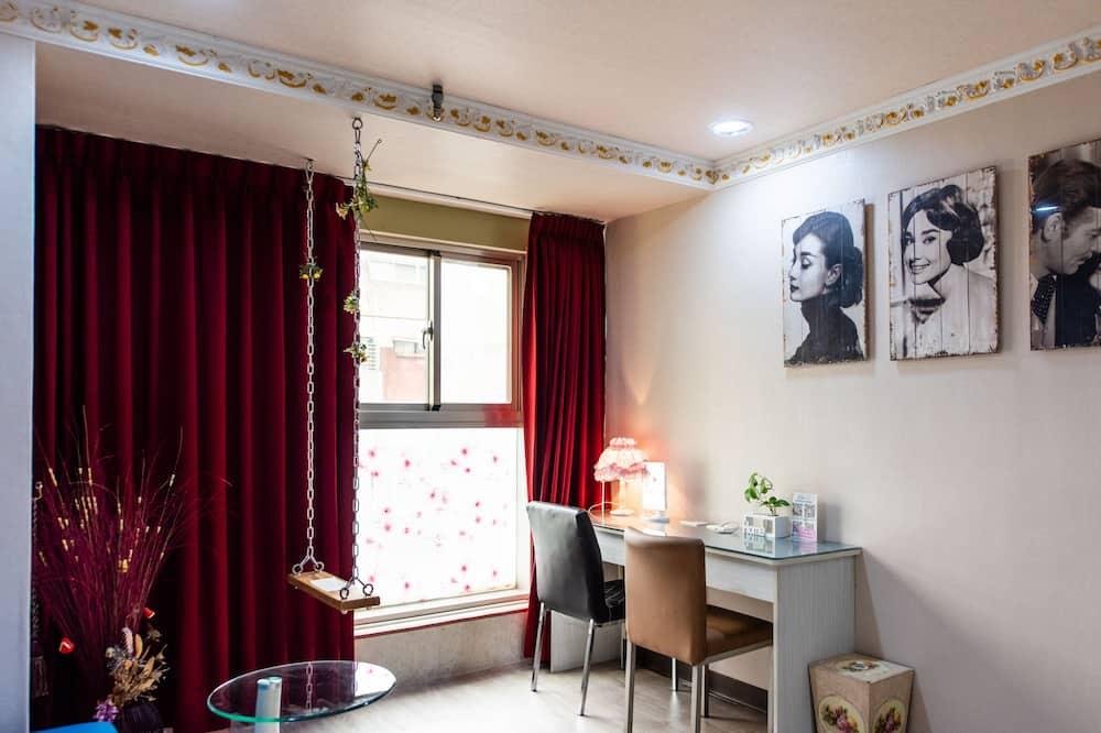 Superior Quadruple Room, Bathtub, City View - Guest Room View