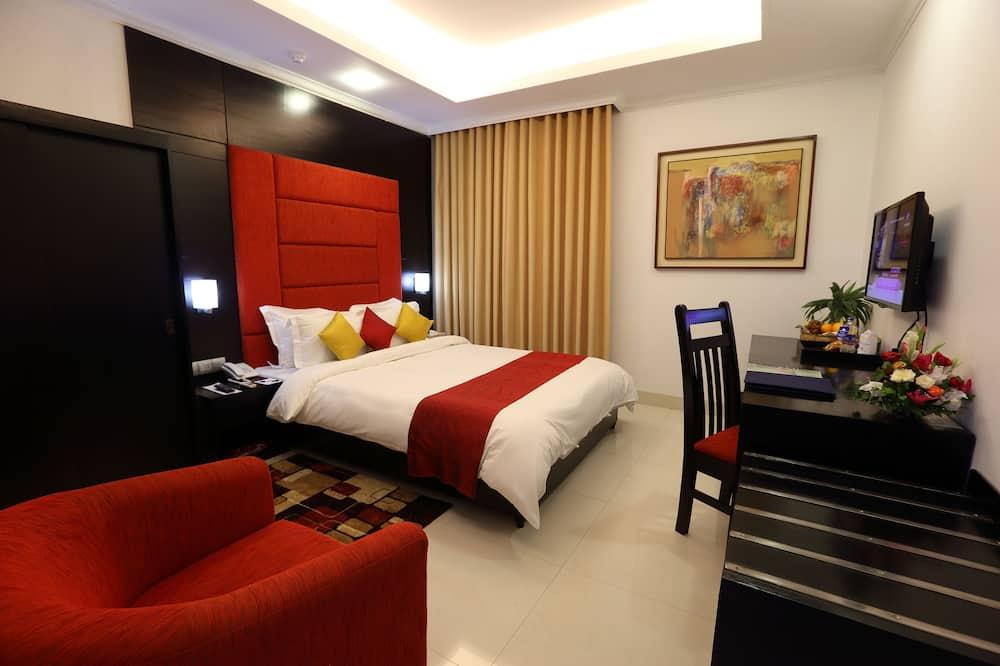 Deluxe Room, 1 Bedroom, Non Smoking, City View - Living Area