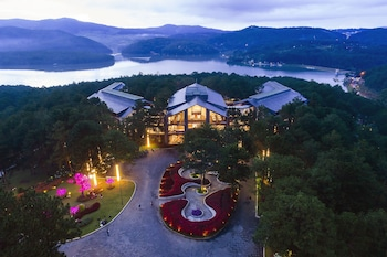 Enter your dates for special Da Lat last minute prices