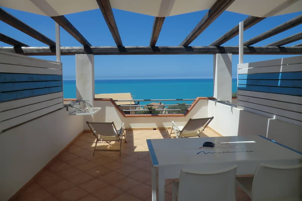 Панорамный двухместный номер с 1 двуспальной кроватью, 1 спальня, смежные ванная комната и спальня - Терраса/ патио