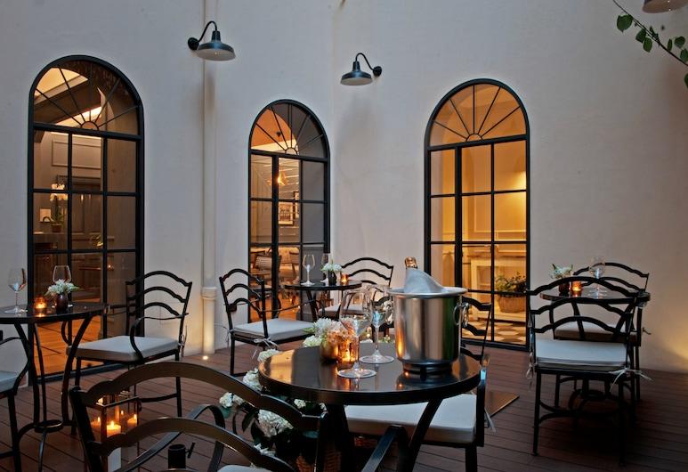 The Fifteen Keys Hotel, Roma, Avlu