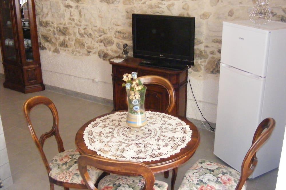 Suite, 2 Bedrooms - In-Room Dining